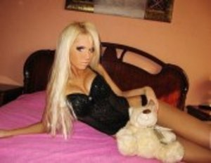 Liane from Monticello, Kentucky is looking for adult webcam chat